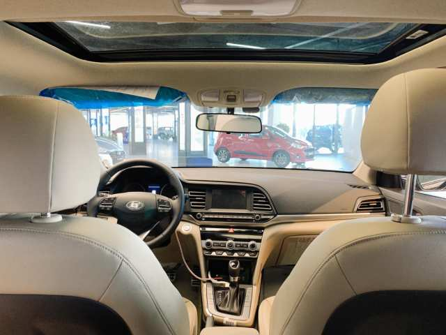 Cửa sổ trời Hyundai Elantra 2021