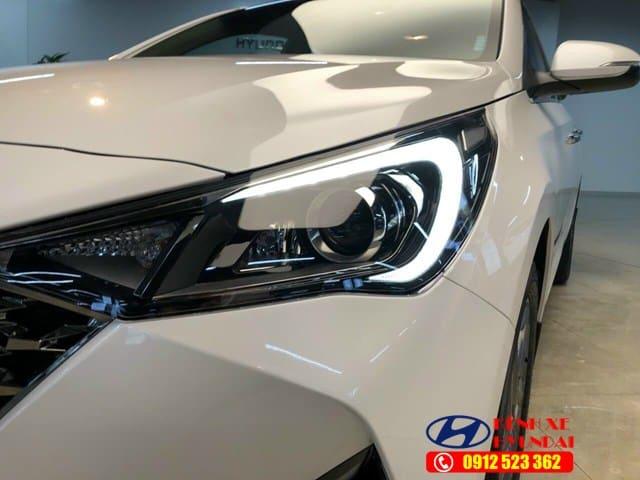 Đèn pha Hyundai Accent