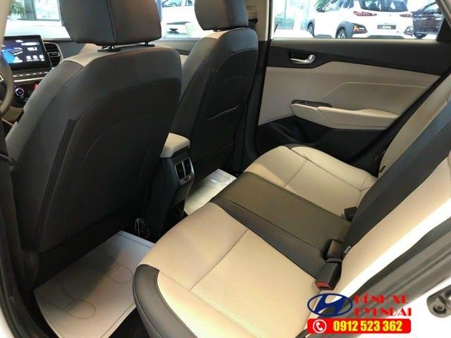 Hàng ghế sau Hyundai Accent