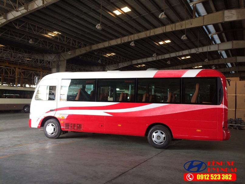 Hyundai County thân dài Đồng Vàng màu đỏ trắng