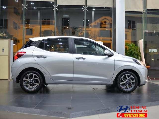 Hyundai i10 màu bạc
