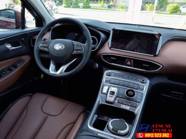 Khoang nội thất Hyundai Santafe dầu đặc biệt