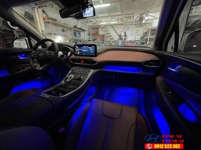 Nội thất Hyundai Santafe màu đỏ