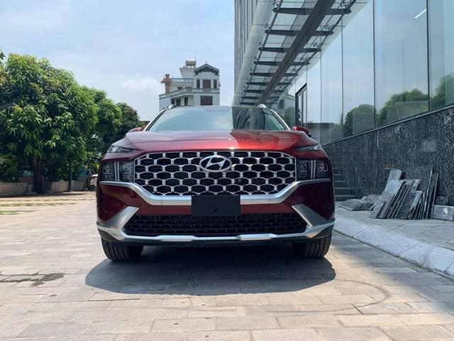 Lưới tản nhiệt Hyundai Santafe màu đỏ