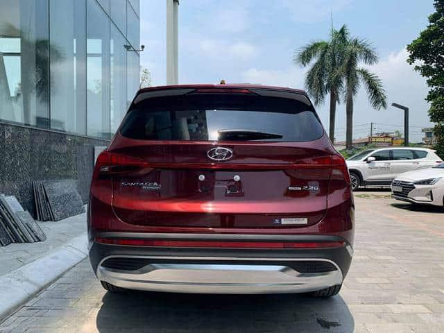Cản sau Hyundai Santafe màu đỏ