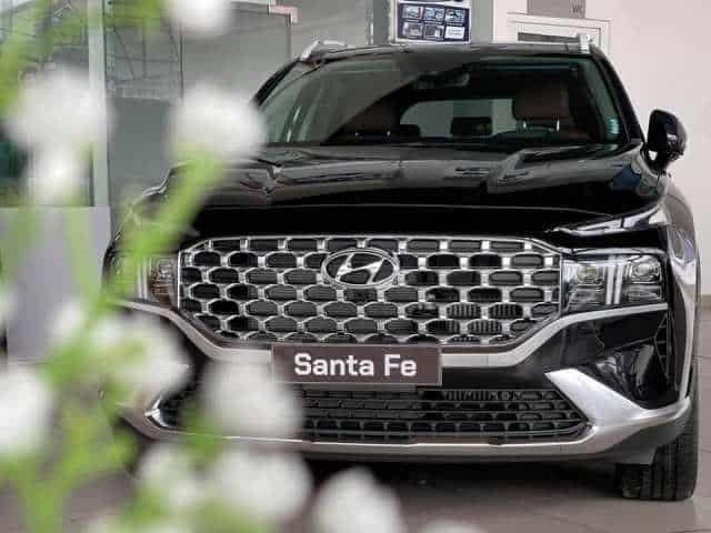 Mặt ca lăng Hyundai Santafe màu đen