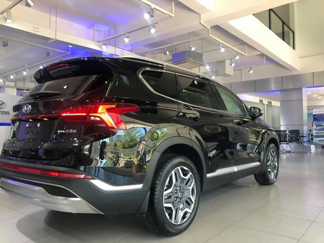Thân xe Hyundai Santafe màu đen