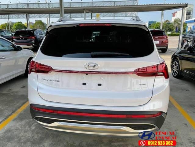 Đuôi xe Hyundai Santafe xăng đặc biệt