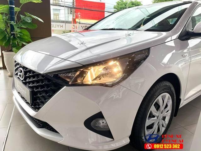 Đèn pha Halogen Hyundai Accent số sàn bản tiêu chuẩn