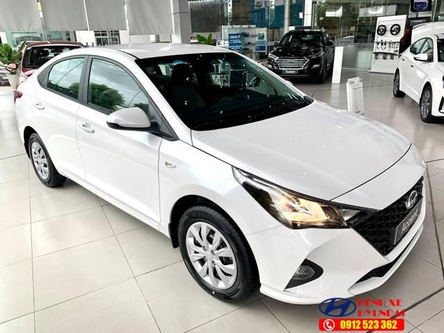 Thân xe Hyundai Accent số sàn bản tiêu chuẩn