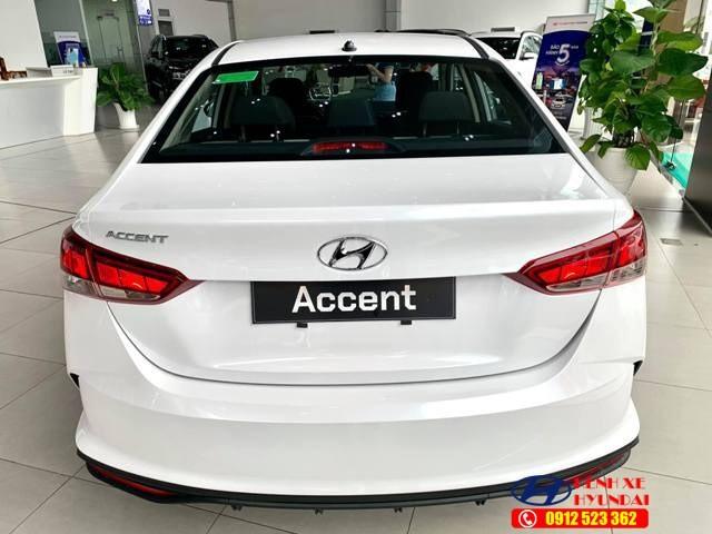 Đuôi xe Hyundai Accent số sàn bản tiêu chuẩn