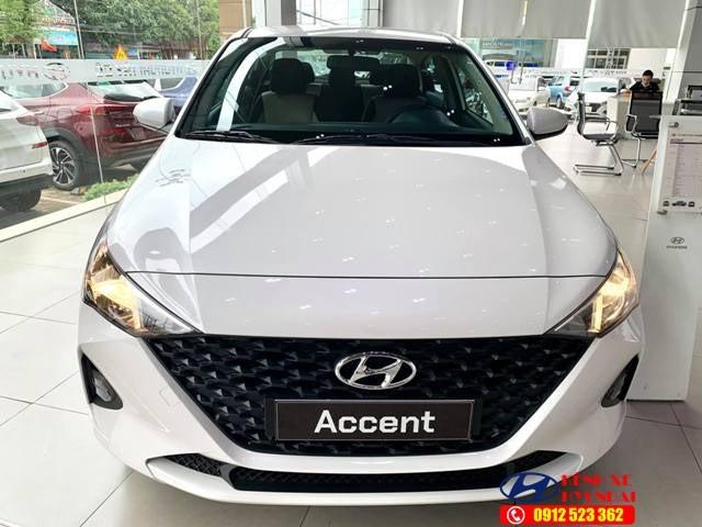 Lưới tản nhiệt Hyundai Accent số sàn bản tiêu chuẩn