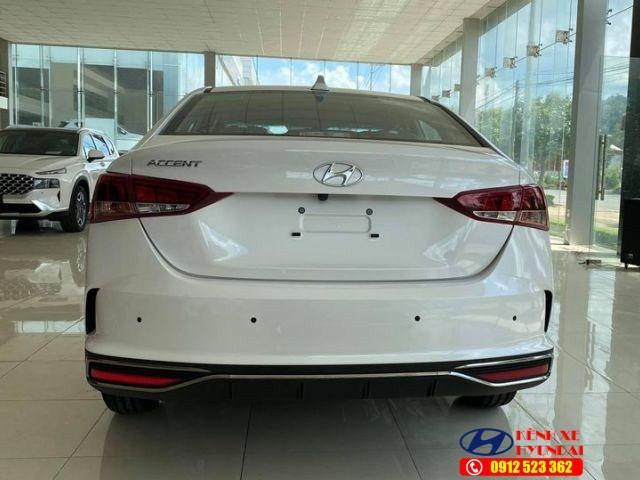 Đuôi xe Hyundai Accent MT bản đủ