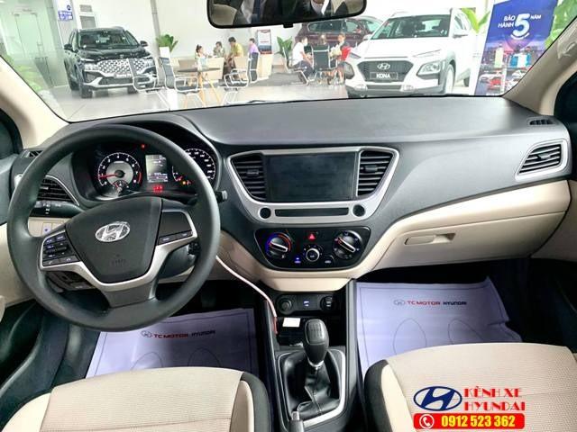 Nội thất Hyundai Accent bản thiếu