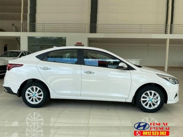 Thân xe Hyundai Accent MT bản đủ