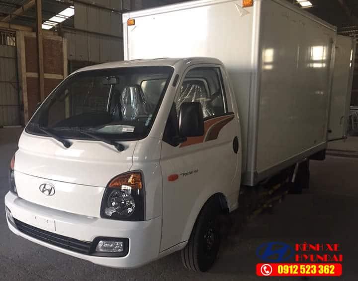 Xe tải Hyundai H150 thùng kín composite
