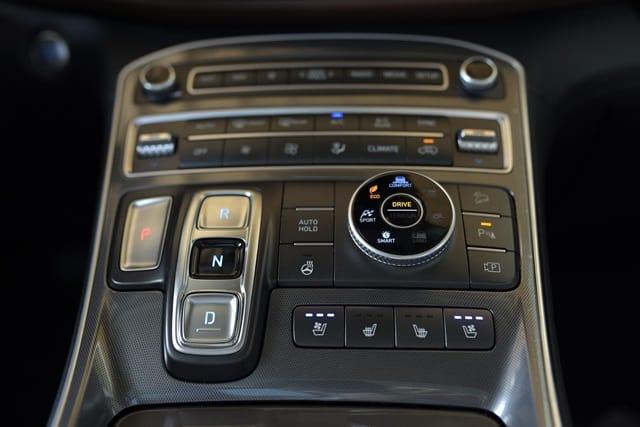 Núm xoay lựa chọn chế độ lái Hyundai Santafe 2021