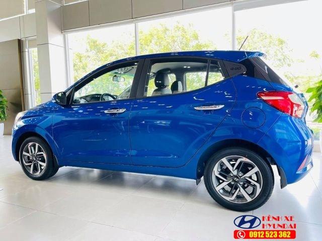 La zang Hyundai i10 màu xanh