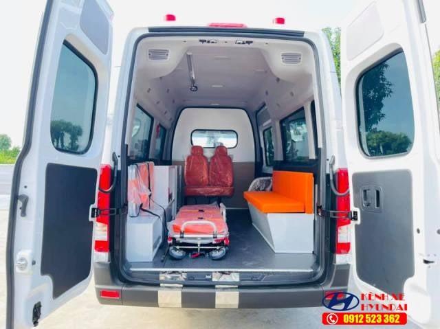 Khoang chở bệnh nhân xe cứu thương Hyundai Solati